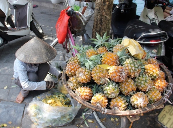 Fruit Vendors in Hanoi-min